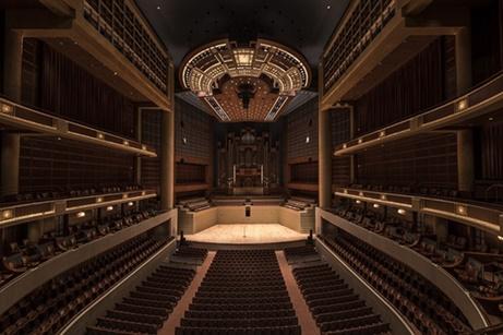 名作オペラを最も多く初演した歌劇場は!?